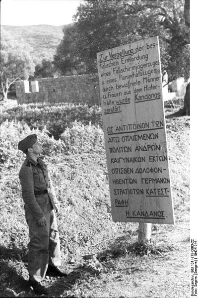 Πινακίδα στο χωριό Κάνδανος Χανιών που ανεφέρεται στην ολοκληρωτική καταστροφή του χωριού από τους Γερμανούς