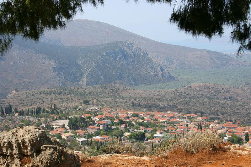 Το χωριό Χρισσό (επικρατεί η άποψη πως η ονομασία του σχετίζεται με την αρχαία πόλη Κρίσα που ήταν χτισμένη σ' αυτή την περιοχή)