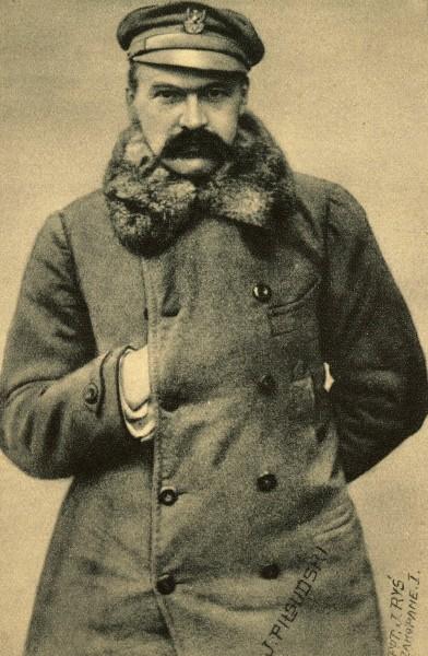 Ο Pilsudski φορώντας τη στολή της Πολωνικής Λεγεώνας. Αν και φορούσε στολή του αυστρο-ουγγρικού στρατού, η αφοσίωσή του ήταν πάντοτε στην Πολωνία