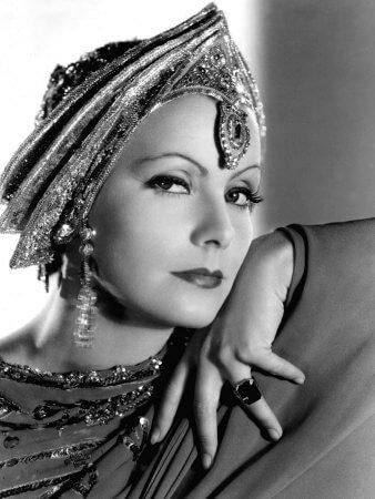 Η Γκρέτα Γκάρμπο, μία πραγματική ντίβα του παγκόσμιου κινηματογράφου, ενσάρκωσε με αξέχαστο τρόπο, τη Μάτα Χάρι, το αρχέτυπο της μεγάλης ντίβας
