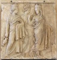 Οι Τρεις Τύχες, Ανάγλυφο από την έπαυλη του Ηρώδη και της Ρηγίλλης, Μουσείο του Λούβρου.