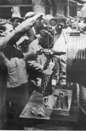 Μαυραγορίτες πωλούν ελαιόλαδο