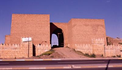 Τα τείχη της Νινευί, της ασσυριακής πρωτεύουσας, οικοδομήθηκαν από τον Σενναχερίμπ, τον σύζυγο της Νάκια