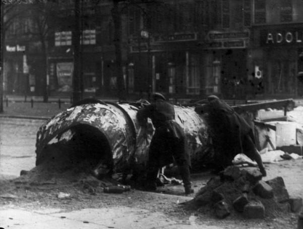 Οδόφραγμα στους δρόμους του Βερολίνου κατά τη διάρκεια της εξέγερσης των Σπαρτακιστών