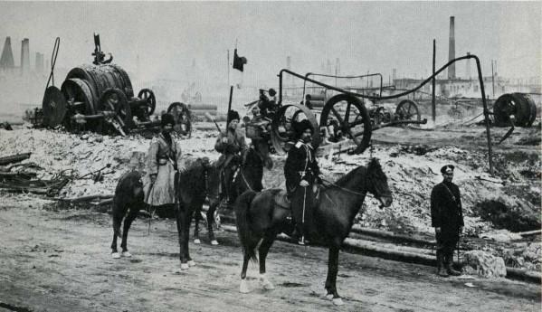 Περιπολία Κοζάκων κοντά στις πετρελαιοπηγές του Μπακού, 1905