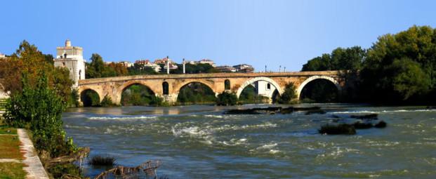 Η Μουλβία γέφυρα πάνω από τον Tίβερη, βορείως της Ρώμης, όπου ο Κωνσταντίνος και ο Mαξέντιος συγκρούστηκαν με σφοδρότητα