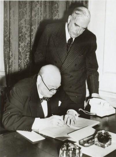 Οι πρωθυπουργοί της Αυστραλίας και της Μεγάλης Βρετανίας Menzies και Churchil στο περίφημο νούμερο 10 της Downing Street στο Λονδίνο