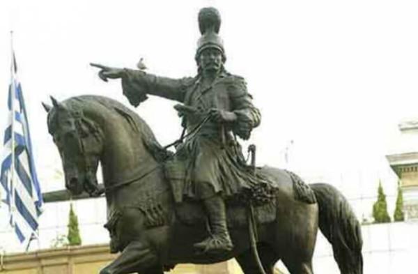 """Άγαλμα του αρχιστράτηγου του Αγώνα Θεόδωρου Κολοκοτρώνη ως έφιππου στο Ναύπλιο. Ο Κολοκοτρώνης έπαιξε σημαντκό ρόλο στη Β' Εθνοσυνέλευση εκπροσωπόντας τη """"στρατιωτική"""" μερίδα"""