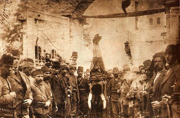 Εκτέλεση Έλληνα αιχμαλώτου από τους Τσέτες Αντάρτες - τα χέρια του έχουν ακρωτηριαστεί
