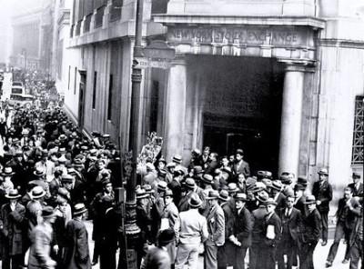 Εικόνες πανικού των επενδυτών έξω από το Χρηματιστήριο της Νέας Υόρκης κατά τη «μαύρη Τρίτη» (29 Οκτωβρίου 1929)