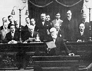 Φωτογραφία του Ελ. Βενιζέλου ενώ απευθύνεται στο ελληνικό Κοινοβούλιο