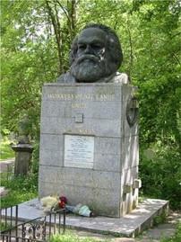 Ο τάφος του Μαρξ στο νεκροταφείο του Highgate, στο βόρειο Λονδίνο