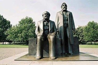 Σύμπλεγμα αγαλμάτων του Καρόλου Μαρξ και του Φρειδερίκου Ένγκελς