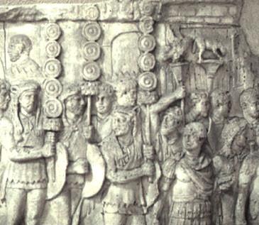 Ρωμαίοι σημαιοφόροι σε ανάγλυφο