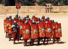 Ρωμαίοι λεγεωνάριοι σε αμυντικό σχηματισμό(σύγχρονη αναπαράσταση)