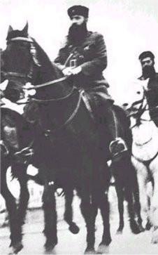 Ο Άρης Βελουχιώτης έπαιξε κρισιμότατο ρόλο στην ρογάνωση του αντάρτικου. Εδώ, έφιππος σε φωτογραφία