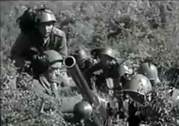 Ιταλοί στρατιώτες βάλουν με όλμους εναντίον ελληνικών θέσεων στην Ήπειρο